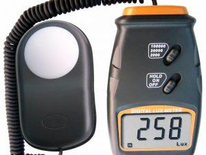 Luxmetru LX-1010BS, instrument digital pentru masurarea intensitatii luminii (0-100.000 lux), fotodetector independent